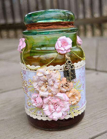 Pearl flower lace jar decor idea #jars #recycledjars #decoratingideas #homedecor #decorating #diy #home #decorhomeideas