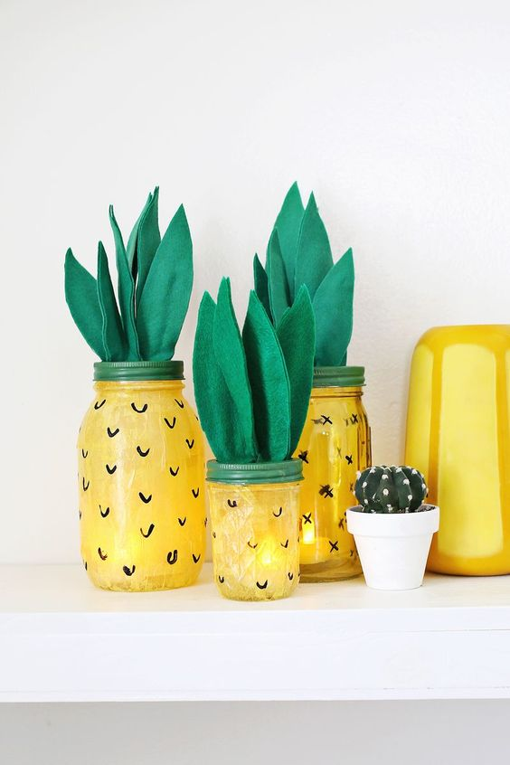 Pineapple decor jar idea #jars #recycledjars #decoratingideas #homedecor #decorating #diy #home #decorhomeideas