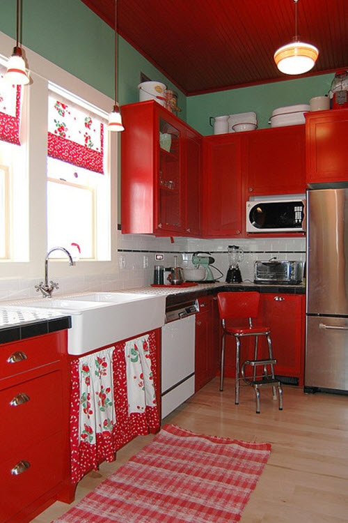 Red and white vintage kitchen idea #kitchen #vintage #color #bold #design #interiordesign #homedecor #decorhomeideas