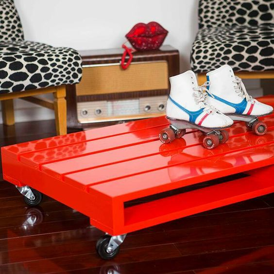 Red pallet coffee table idea #pallet #diy #coffeetable #furniture #makeover #repurpose #wooden #wood #decoratingideas #decorhomeideas