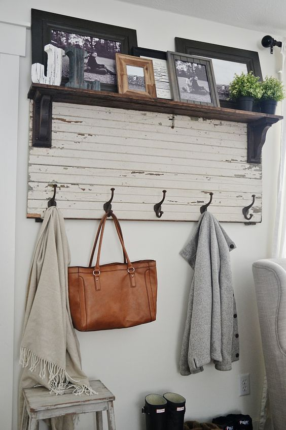 Rustic entryway coat rack pallet made idea #pallet #diy #pallets #furniture #makeover #repurpose #wooden #wood #decoratingideas #decorhomeideas
