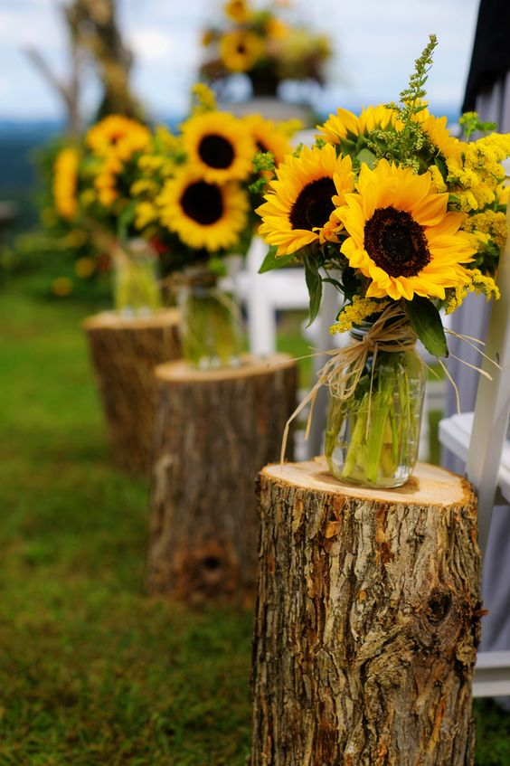 Sunflowers wedding jar decor idea #jars #diy #homedecor #wedding #decoratingideas #garden #outdoor #decorhomeideas #sunflower
