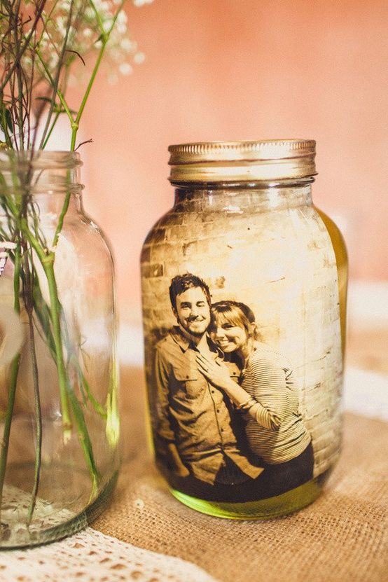 Vintage photo decor jar idea #jars #recycledjars #decoratingideas #homedecor #decorating #diy #home #decorhomeideas