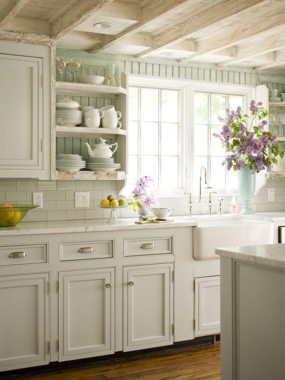 Vintage white kitchen decor idea #kitchen #vintage #color #bold #design #interiordesign #homedecor #decorhomeideas