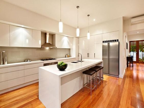 Warm wood floor kitchen design idea #kitchen #kitchendesign #floor #wooden #decoratingideas #homedecor #interiordecorating #decorhomeideas