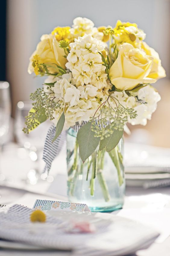 Wedding jar decor yellow roses #jars #diy #homedecor #wedding #decoratingideas #garden #outdoor #decorhomeideas