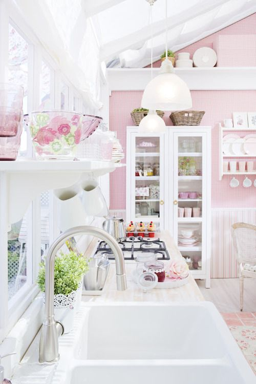 White pink vintage kitchen idea #kitchen #vintage #color #bold #design #interiordesign #homedecor #decorhomeideas