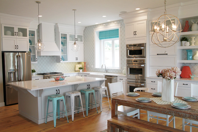 White and turquoise kitchen with wooden floor #kitchen #kitchendesign #floor #wooden #decoratingideas #homedecor #interiordecorating #decorhomeideas