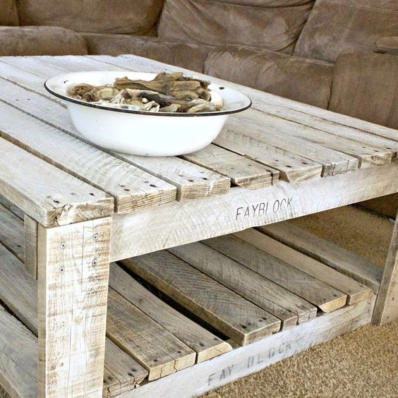 Whitewash pallet shabby chic table idea #pallet #diy #pallets #furniture #makeover #repurpose #wooden #wood #decoratingideas #decorhomeideas