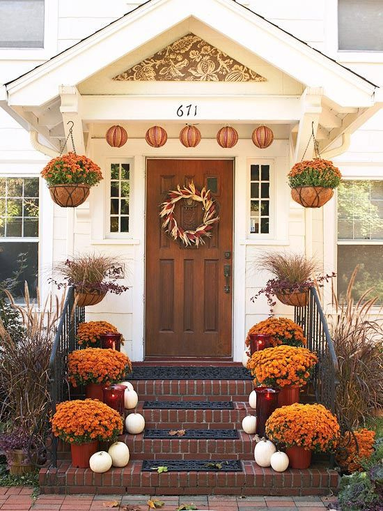 Amazing fall front porch decoration idea #frontdoor #porch #decor #falldecor #pumpkin #autumn #decoratingideas #homedecor #decorhomeideas