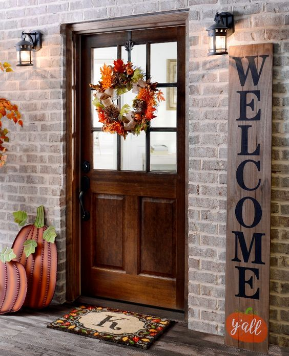 Autumn front porch door decoration idea #frontdoor #porch #decor #falldecor #pumpkin #autumn #decoratingideas #homedecor #decorhomeideas