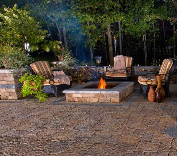Backyard fire pit patio idea #firepit #exterior #patio #decoratingideas #cozy #decor #garden #backyard #fire #design #decorhomeideas