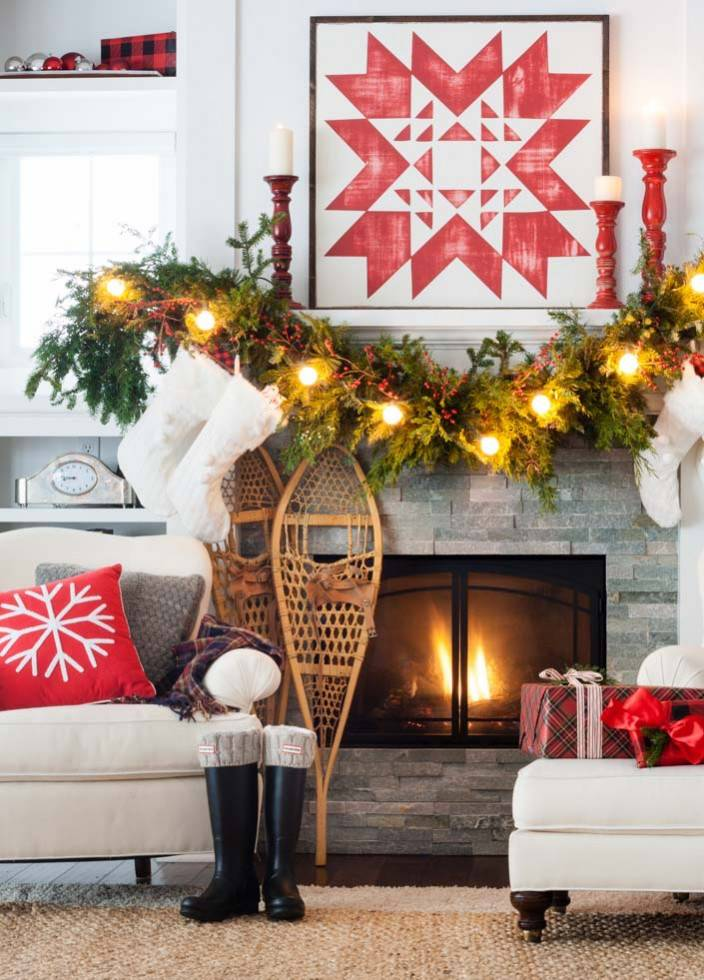 Cozy Christmas mantel decoration idea #xmas #x-mas #christmas #mantel #homedecor #decoratingideas #festive #decorhomeideas