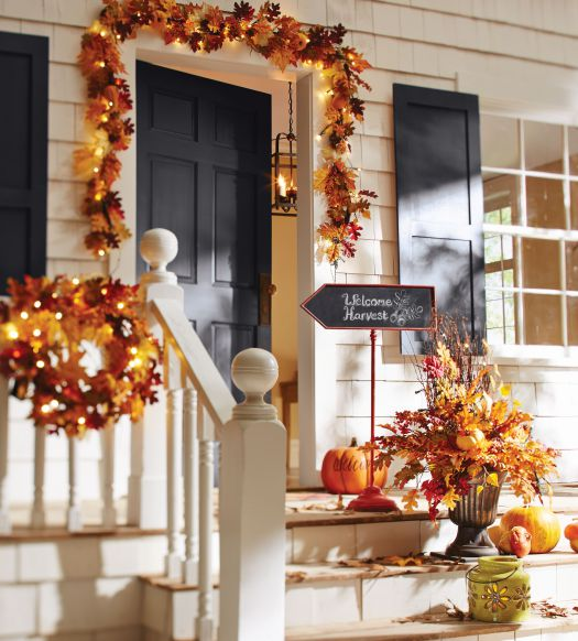Fall leaves front porch decoration idea #frontdoor #porch #decor #falldecor #pumpkin #autumn #decoratingideas #homedecor #decorhomeideas