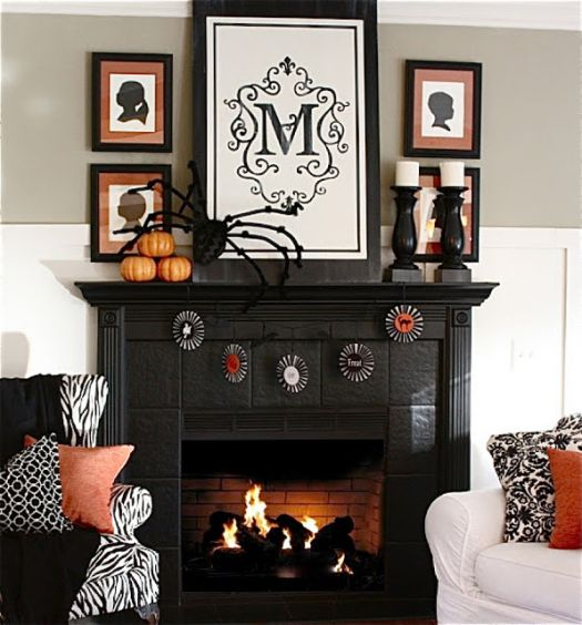 Halloween spider autumn mantel decoration idea #falldecor #mantel #manteldecor #homedecor #decoratingideas #decorhomeideas