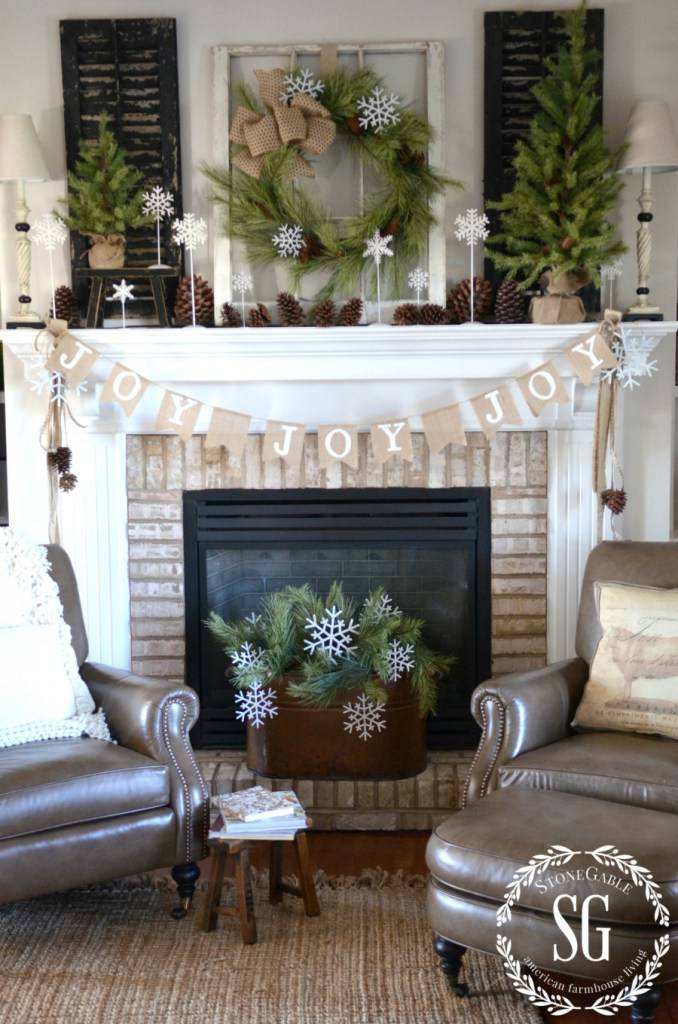 Joy flags Christmas mantel decoration idea #xmas #x-mas #christmas #mantel #homedecor #decoratingideas #festive #decorhomeideas