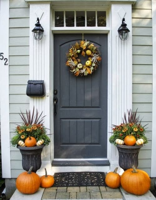 Neat and tidy fall front porch decoration idea #frontdoor #porch #decor #falldecor #pumpkin #autumn #decoratingideas #homedecor #decorhomeideas