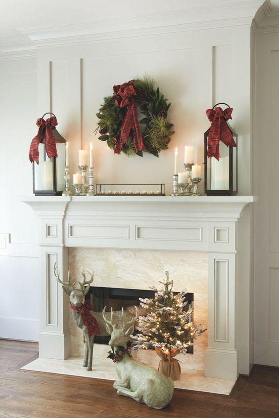 Simple beautiful Christmas mantel decoration #xmas #x-mas #christmas #mantel #homedecor #decoratingideas #festive #decorhomeideas