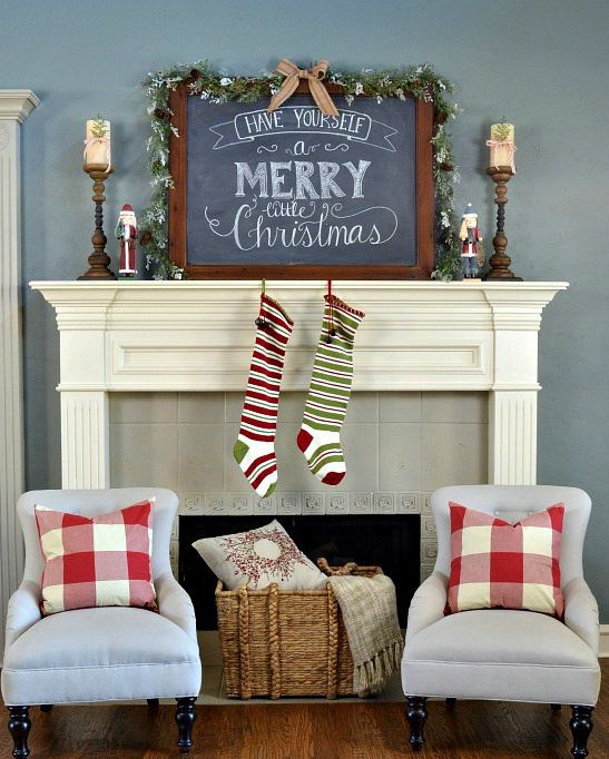 traditional rustic Christmas mantel decoration idea