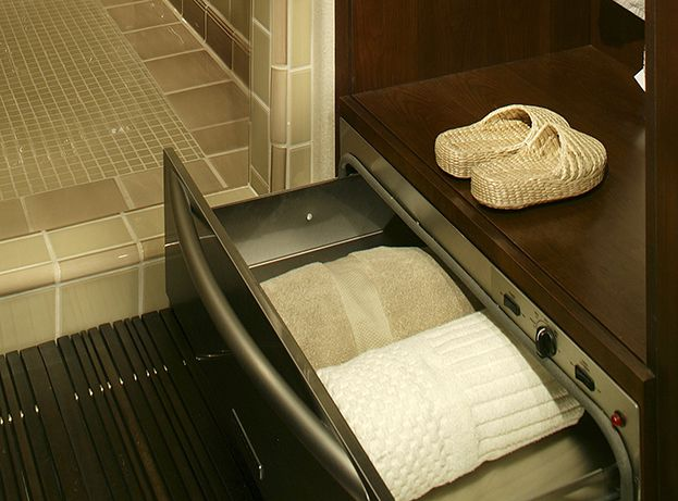 Warm up with heated towels spa style bathroom idea #spadecor #bathroom #homespa #spahome #relaxhome #spa #homedecor #decoratingideas #spadesign #decorhomeideas