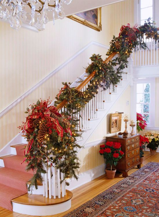 Amazing christmas stairs decoration idea #xmas #x-mas #christmas #christmasdecor #decoration #decoratingideas #festive #decorhomeideas