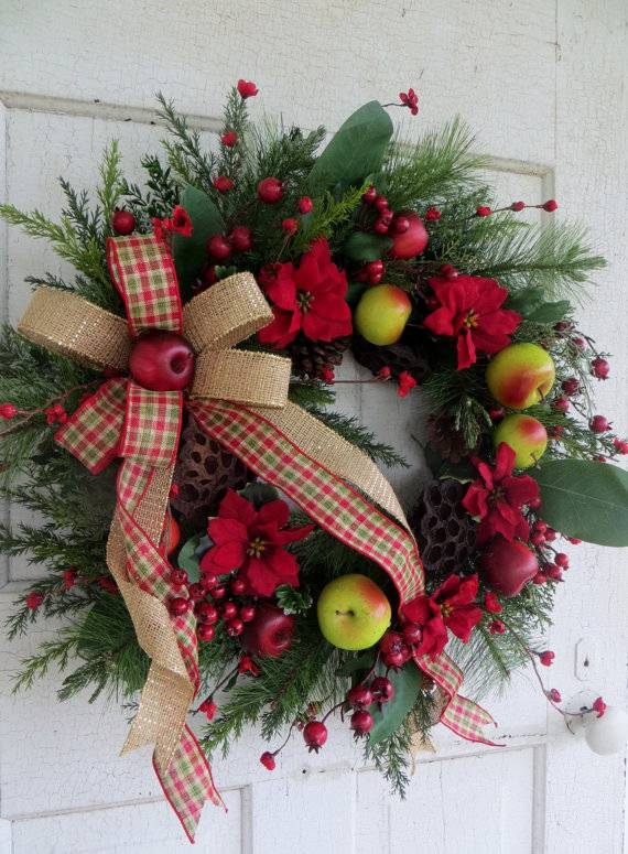 Christmas apple and berry wreath decoration idea #diy #xmas #x-mas #christmas #wreath #christmasdecor #decoration #decoratingideas #festive #decorhomeideas