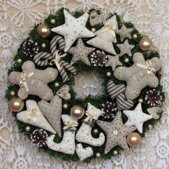 Christmas gingerman wreath decoration idea #diy #xmas #x-mas #christmas #wreath #christmasdecor #decoration #decoratingideas #festive #decorhomeideas