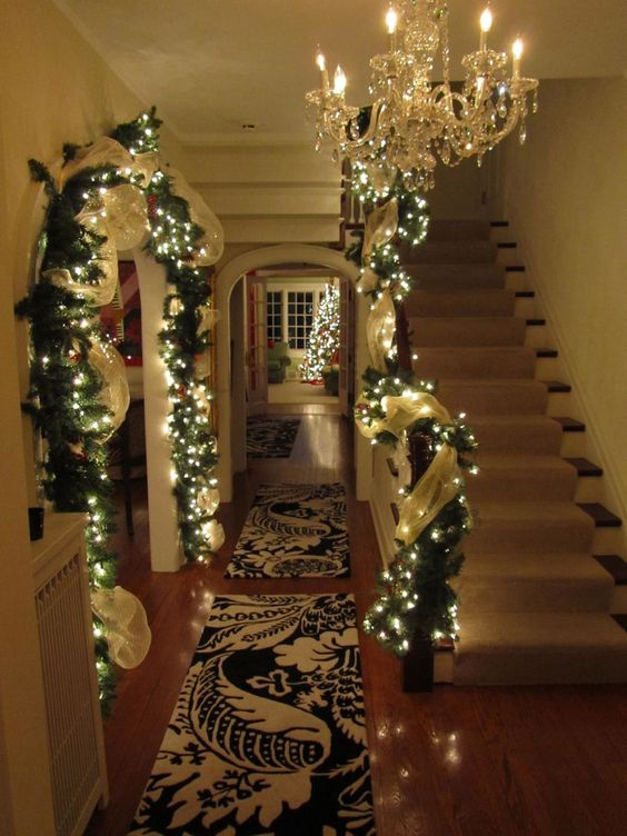 Christmas lights decoration idea #xmas #x-mas #christmas #christmasdecor #decoration #decoratingideas #festive #decorhomeideas