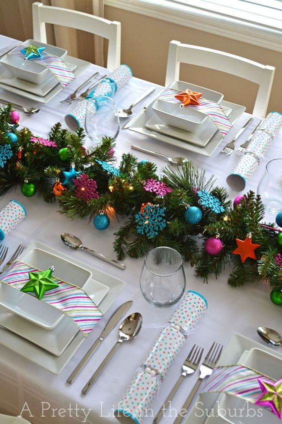 Colorful christmas table setting idea #xmas #x-mas #christmas #christmasdecor #decoration #decoratingideas #festive #decorhomeideas