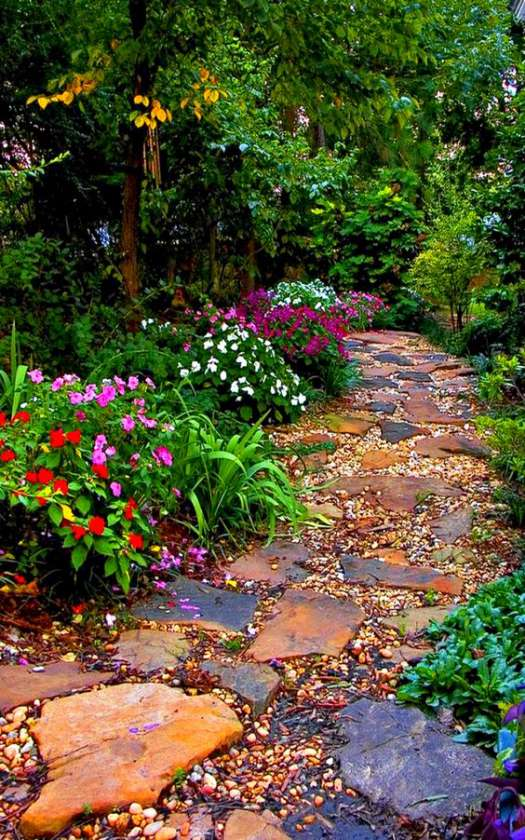 Colorful garden path rocks and stones decoration idea #gardenideas #gardeningtips #landscaping #decorhomeideas #pathway