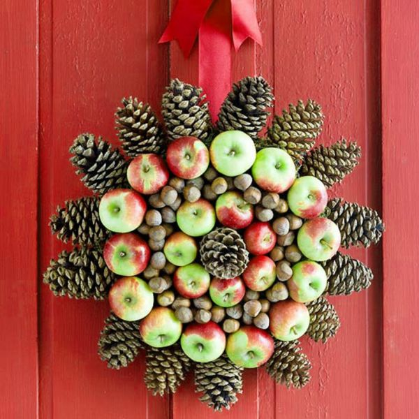 Easy decoration ideas for christmas with natural pine red green apple fruit #xmas #x-mas #christmas #christmasdecor #decoration #decoratingideas #festive #decorhomeideas