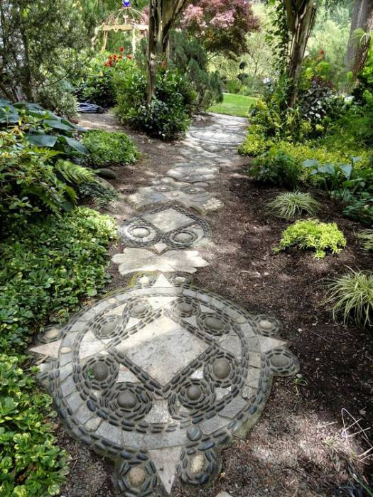 Pebble mosaic garden path way idea #gardenideas #gardeningtips #landscaping #decorhomeideas #pathway