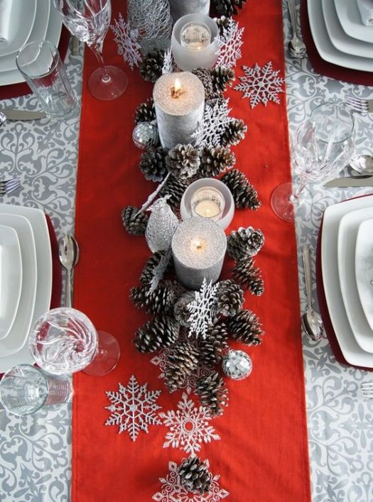 Pine cones snowflakes Christmas table setting #xmas #x-mas #christmas #tablesetting #homedecor #decoratingideas #centerpieces #festive #decorhomeideas