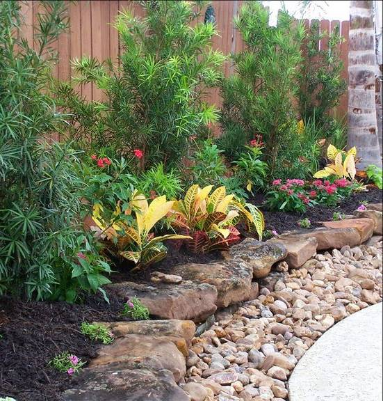 Rocks and stones garden decoration idea #gardenideas #gardeningtips #landscaping #decorhomeideas