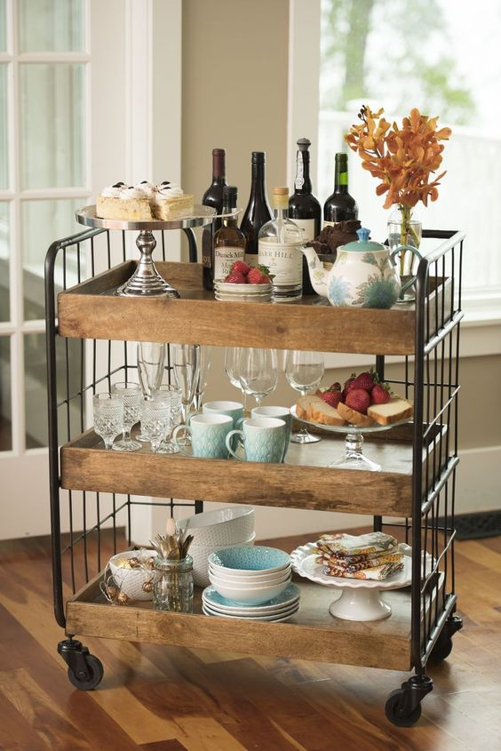 Rustic shelves table decor idea #rustic #rusticdecor #rusticfarmhouse #homedecor #decoratingideas #decorhomeideas
