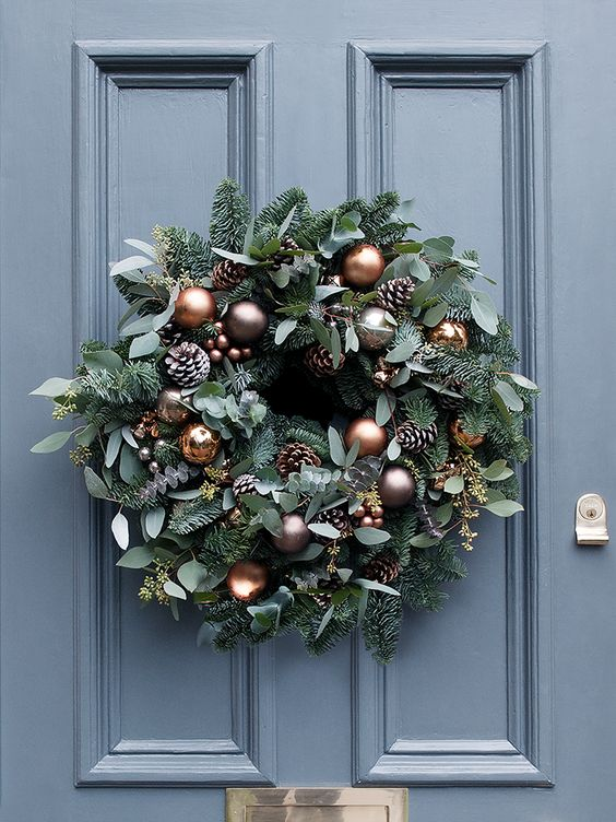 seasonal foliage cooper and mink baubles Christmas wreath #diy #xmas #x-mas #christmas #wreath #christmasdecor #decoration #decoratingideas #festive #decorhomeideas