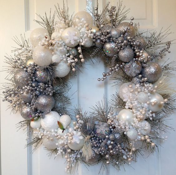 stunning silver white Christmas wreath #diy #xmas #x-mas #christmas #wreath #christmasdecor #decoration #decoratingideas #festive #decorhomeideas