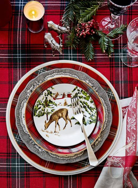 Tartan inspired Christmas table setting idea #xmas #x-mas #christmas #tablesetting #homedecor #decoratingideas #centerpieces #festive #decorhomeideas