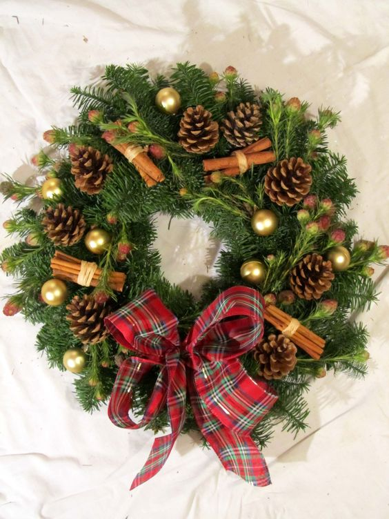 traditional cinammon pine cone Christmas wreath #diy #xmas #x-mas #christmas #wreath #christmasdecor #decoration #decoratingideas #festive #decorhomeideas
