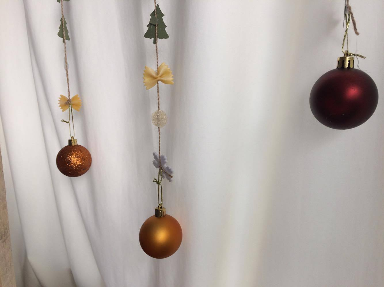 Christmas strings decoration