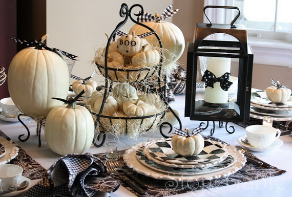 Thanksgiving table decor with white pumpkins #tablesetting #homedecor #falldecor #decoratingideas #falldecorideas #ornaments #decorhomeideas