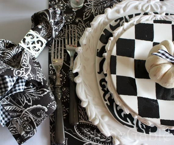 Black and white Thanksgiving table decor #tablesetting #homedecor #falldecor #decoratingideas #falldecorideas #ornaments #decorhomeideas