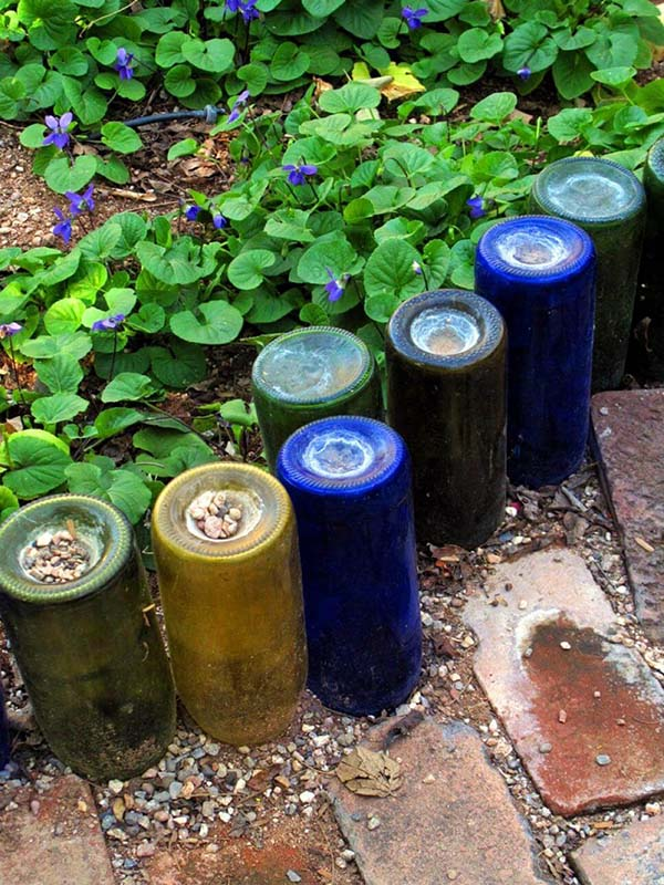 Creative Upside down Colorful Wine Bottle Edge #lawnedging #lawnedgingideas #landscaping #gardening #gardens #gardenideas #gardeninigtips #decorhomeideas