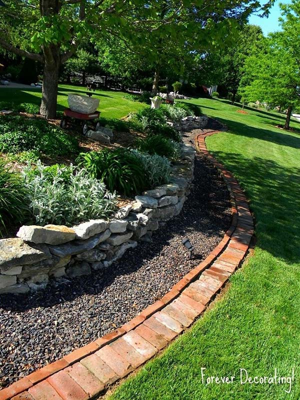 Triple edged Garden with Stones Pebbles and Brick #lawnedging #lawnedgingideas #landscaping #gardening #gardens #gardenideas #gardeninigtips #decorhomeideas