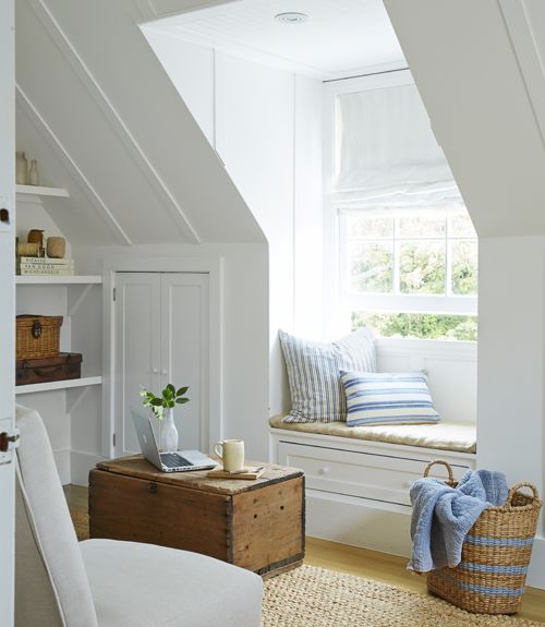 Airy and bright built-in reading nook #readingnook #nook #readingcorner #decoratingideas #homedecor #cozynook #decorhomeideas