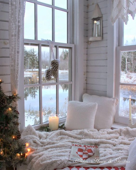 Perfect place to relax and chill in the holidays, reading nook corner