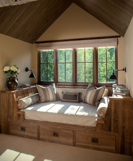 Spacious reading nook for lovers