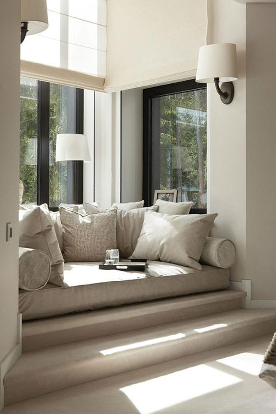 Reading nook in grey tones #readingnook #nook #readingcorner #decoratingideas #homedecor #cozynook #decorhomeideas