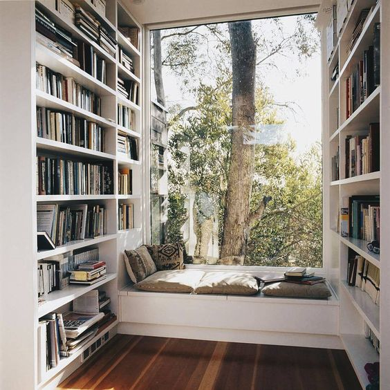 Big built-in window reading seat #readingnook #nook #readingcorner #decoratingideas #homedecor #cozynook #decorhomeideas