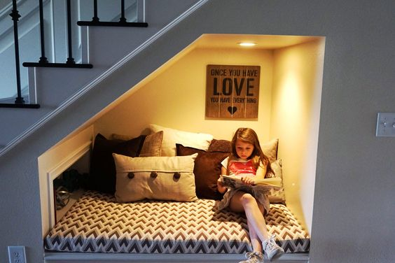 Under stairs kids reading nook idea #readingnook #nook #readingcorner #decoratingideas #homedecor #cozynook #decorhomeideas